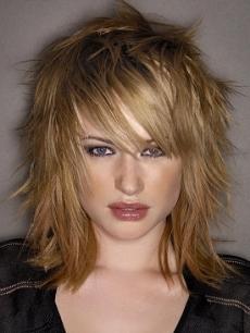 Tagli di capelli scalati medio lunghi