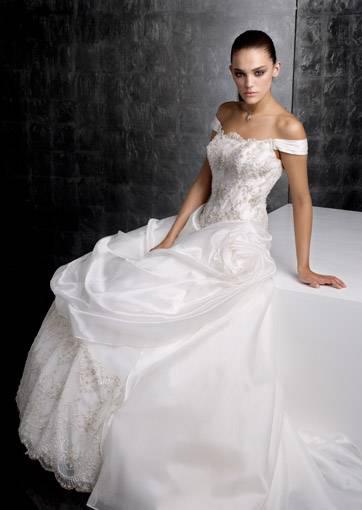 e69bd7f646ef Abiti da sposa 2010  la collezione Gritti Spose - Ma Guarda Un Po