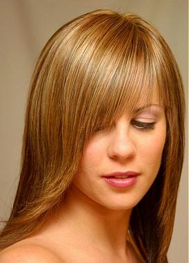 Tagli capelli scalati lunghi con ciuffo