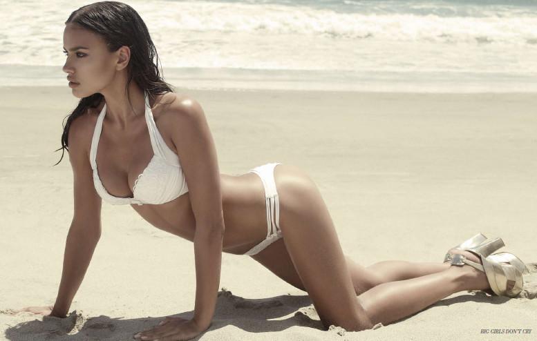 Irina Shaik da Intimissimi alla nuova collezione mare Beach Bunny ...