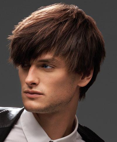 Molto fortemente i capelli abbandonano questo per fare rimedi di gente