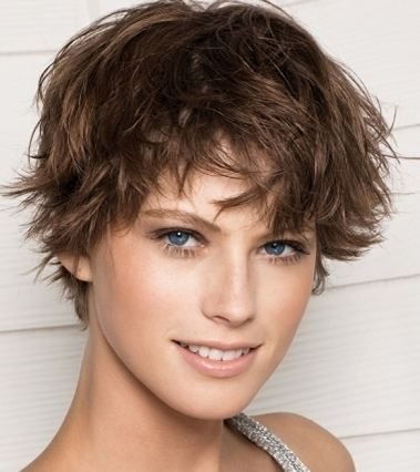 Foto di tagli di capelli corti mossi
