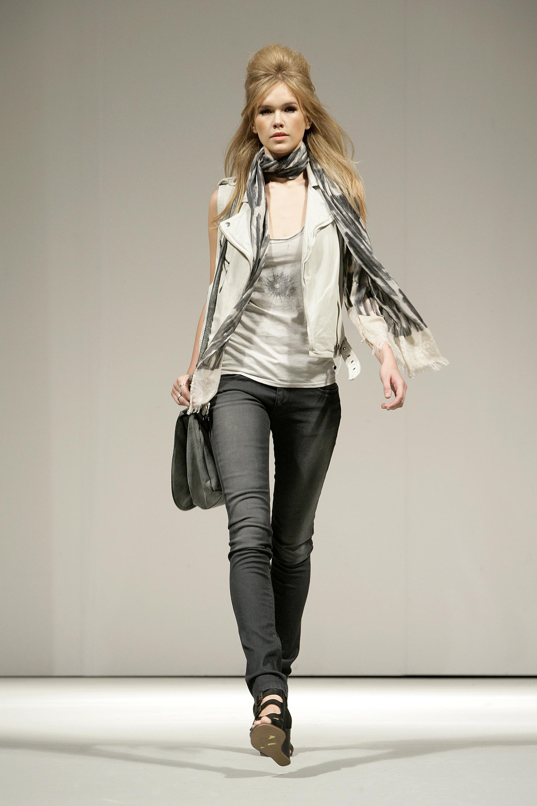 Pepe Jeans London Un Look Rock Chic Per L Estate 2012